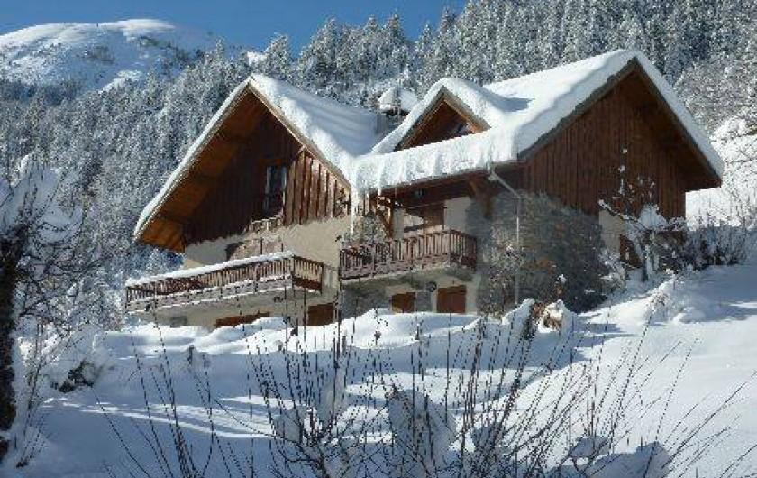 Location de vacances - Chalet à Saint-Jean-d'Arves - chalet sous la neige