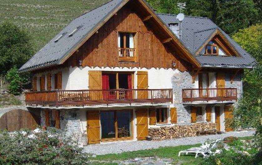 Location de vacances - Chalet à Saint-Jean-d'Arves - chalet en été