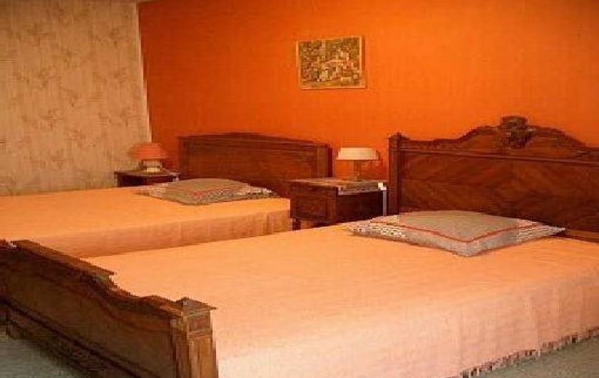Location de vacances - Gîte à Pontlevoy - une chambre à deux grands lits confortables  pour les Jonquilles