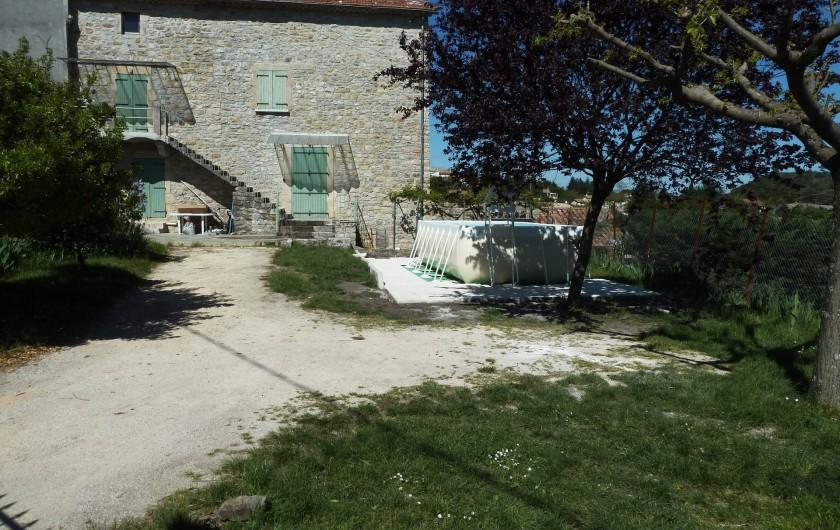 Location de vacances - Mas à Saint-Paul-le-Jeune - vue de la maison avec piscine