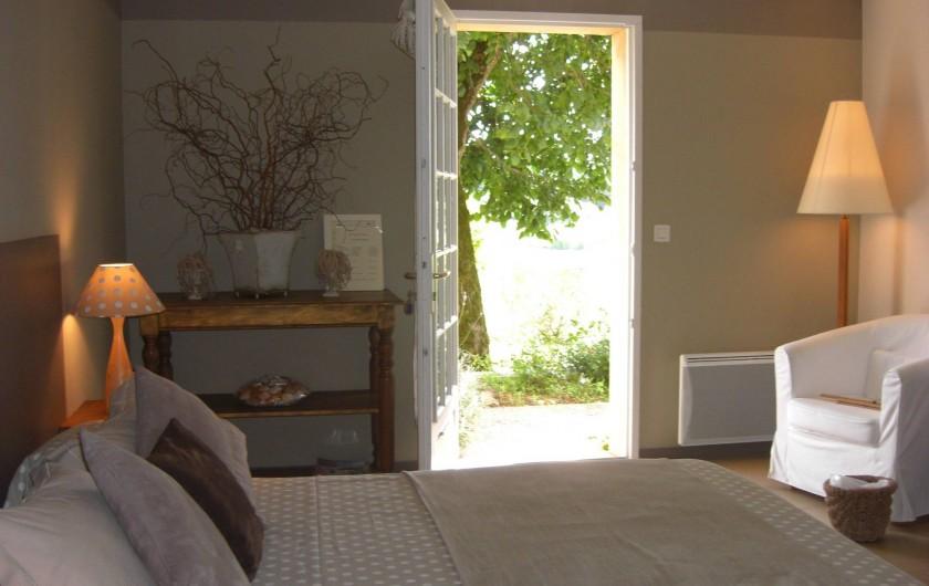 Location de vacances - Chambre d'hôtes à Sarlat-la-Canéda - Chambre BEIGE RDC donnant sur le jardin