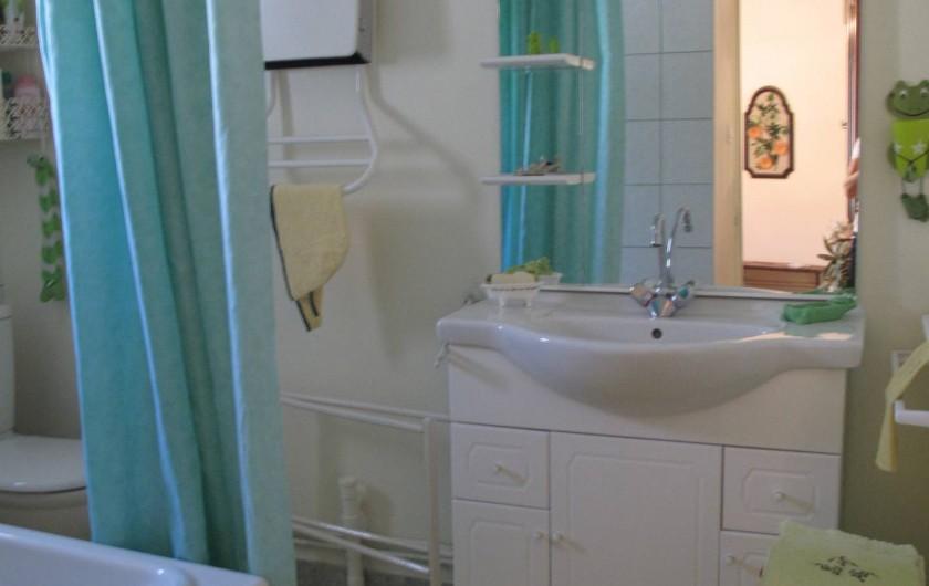 Location de vacances - Gîte à Lapalud - SdB avec baignoire