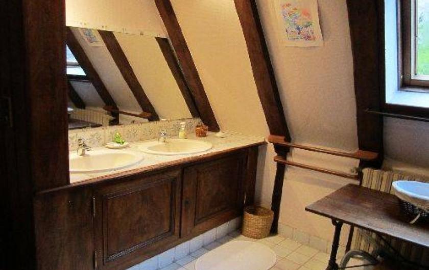 Location de vacances - Gîte à Montrichard - Salle d'eau , douche lavabos et WC