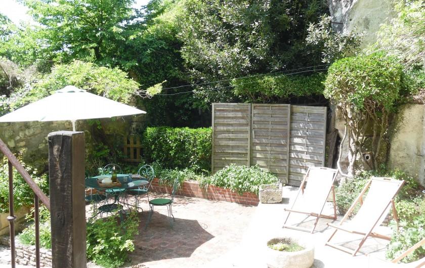 Location de vacances - Gîte à Montrichard - Cour privée , fleurie