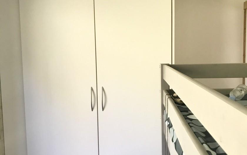 Location de vacances - Appartement à Saint-Sorlin-d'Arves - Grand placard chambre enfants