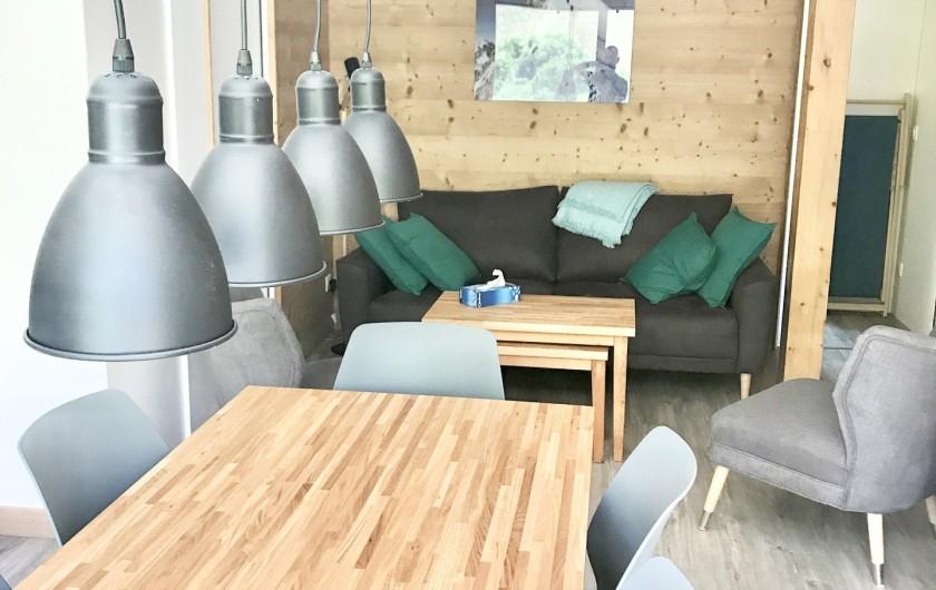 Location de vacances - Appartement à Saint-Sorlin-d'Arves - table de séjour 10 personnes