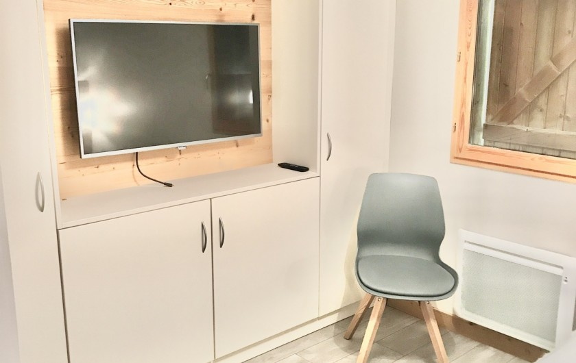 Location de vacances - Appartement à Saint-Sorlin-d'Arves - Ecran LCD dans chaque chambre avec nombreux rangements