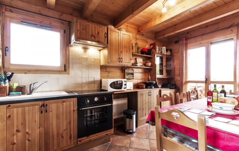 Location de vacances - Chalet à La Joue du Loup - Chalet Sylvaine - Coin cuisine entièrement équipé