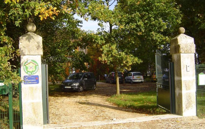 Location de vacances - Gîte à Outines - Portail automatique et parking privatif