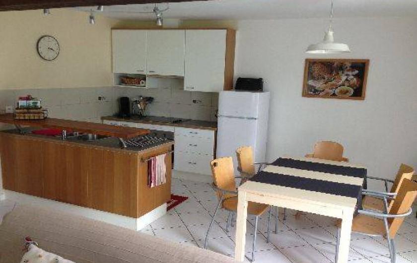 Location de vacances - Gîte à Corgnac-sur-l'Isle - coin cuisine / salle à manger