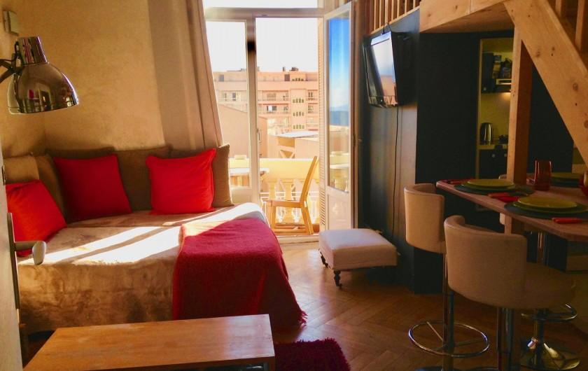 Location de vacances - Appartement à Monaco-Ville - à droite côté repas pour 3/4 Personnes