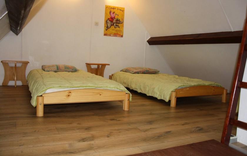 Location de vacances - Chalet à Saint-Hilaire - chambre mansardée