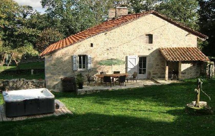 Location de vacances - Maison - Villa à Roumegoux - Jardin de la maison