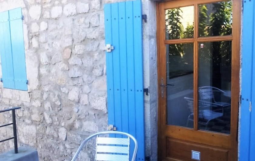 Location de vacances - Gîte à Saint-Alban-Auriolles - porte d'entrée gite