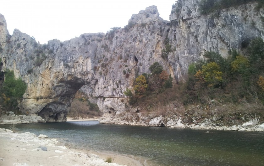 Location de vacances - Gîte à Saint-Alban-Auriolles - le pont d'arc sur l'Ardèche à 18km