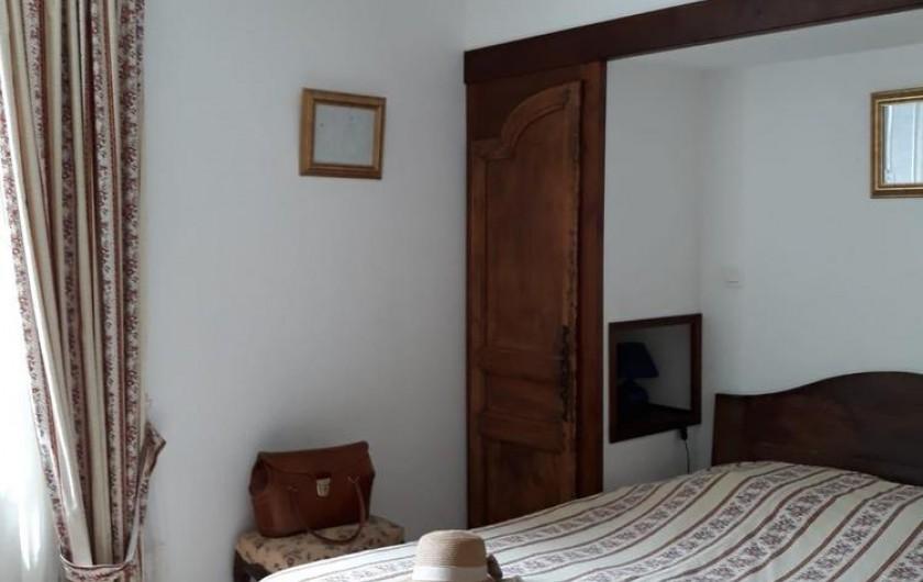 Location de vacances - Chambre d'hôtes à Saint-Martin-le-Vieil - Chambre parentale Rossignol 1