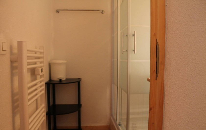 Location de vacances - Appartement à Saint-Sorlin-d'Arves - salle de bains douche niveau inférieur