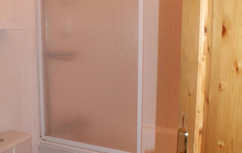 Location de vacances - Appartement à Saint-Sorlin-d'Arves - salle de bains/baignoire-wc à l'étage.