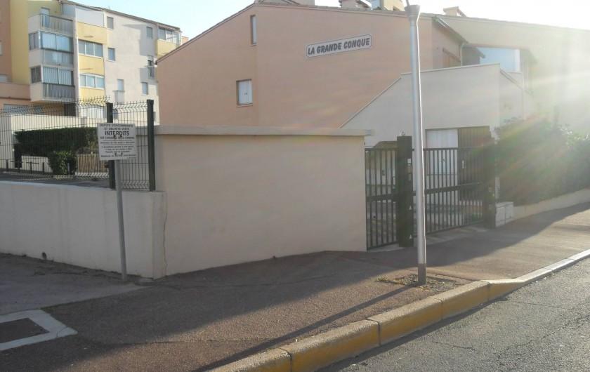 Location de vacances - Appartement à Agde - vue de l'entrée pour parking privatif N°46