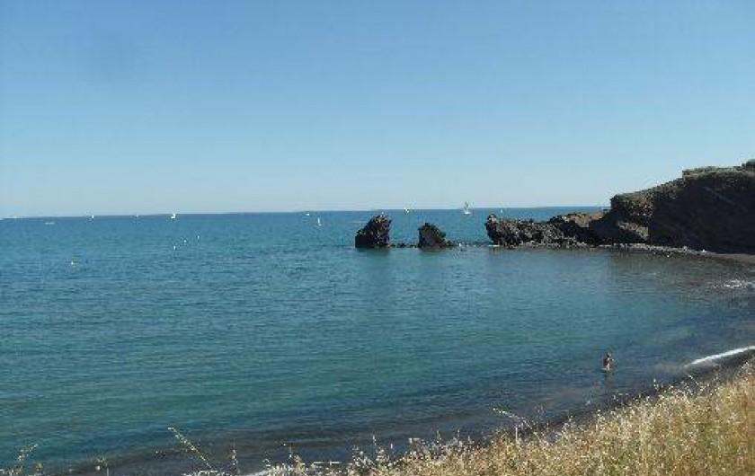 Location de vacances - Appartement à Agde - Rochers des deux frères dans la crique