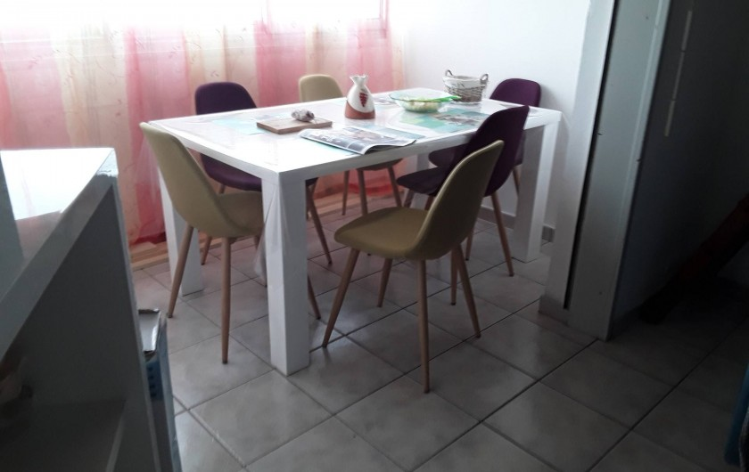 Location de vacances - Appartement à Agde - loggia coin repas
