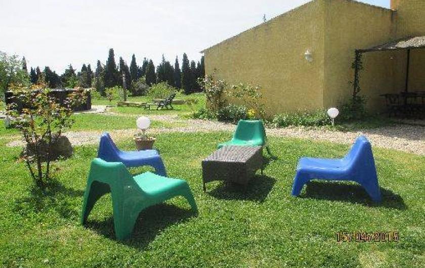 Location de vacances - Gîte à Salon-de-Provence - Les fauteuils devant le gîte