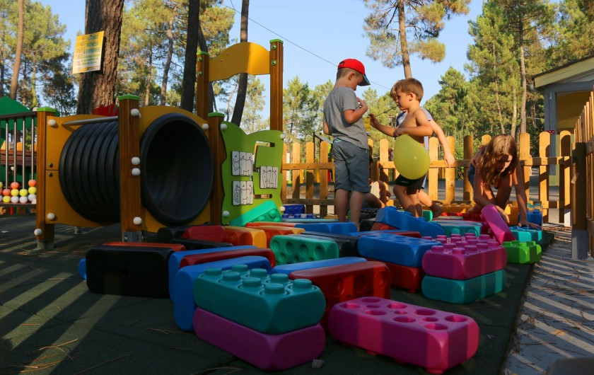 Location de vacances - Camping à Joyeuse - Aire de jeux 6 à 36 mois