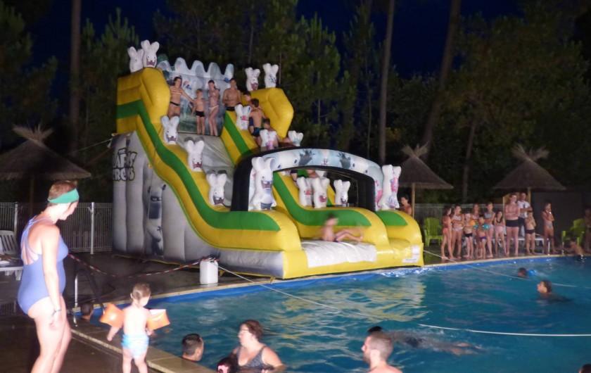 Location de vacances - Camping à Joyeuse - Soirée Pool party
