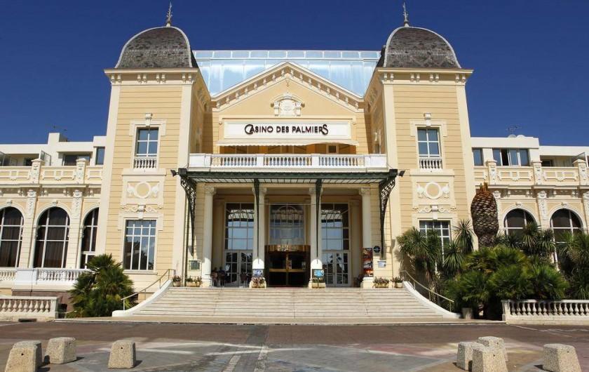 Location de vacances - Appartement à Hyères - Casino des Palmiers