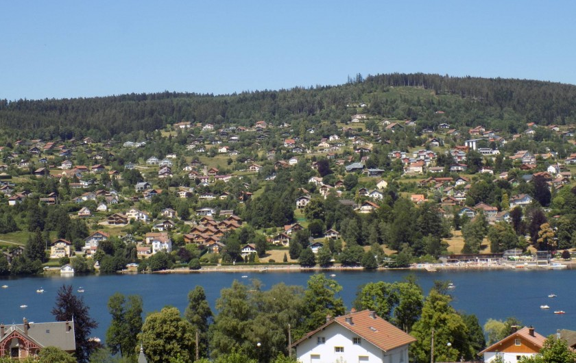 Location de vacances - Chalet à Gérardmer - Vue du versant gauche de Gérardmer