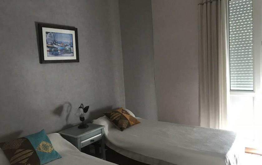 Location de vacances - Villa à Châtelaillon-Plage - chambre à étage, 2 lits de 0,9m assemblables en 1 lit de 1,8m, armoire...