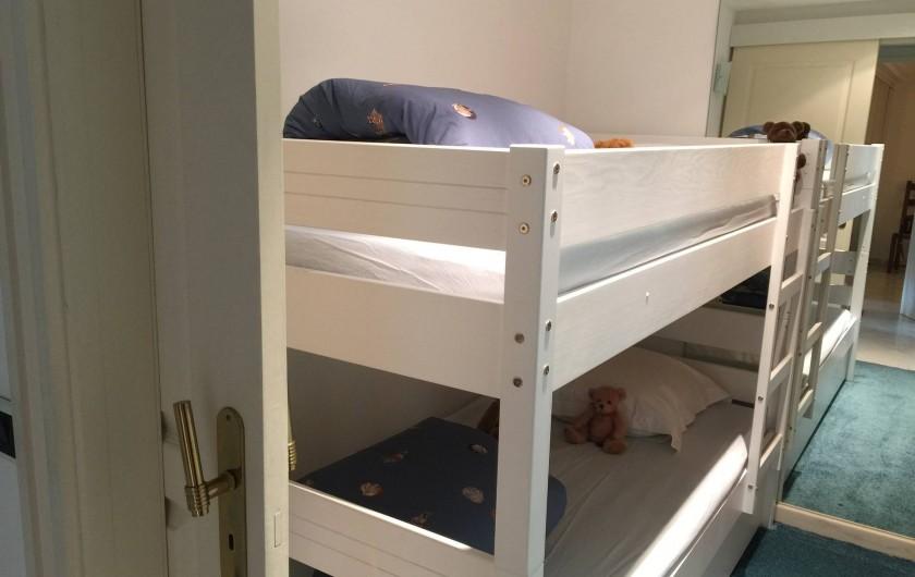 Location de vacances - Appartement à Cannes - Chambre avec deux lits superposés