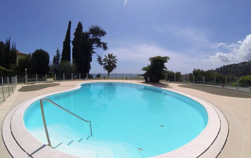 Location de vacances - Appartement à Menton - piscine partagée