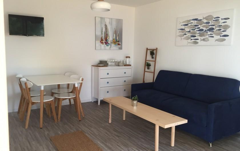 Location de vacances - Appartement à Biscarrosse - Appartement LATECOERE Salon canapé lit, cuisine ouverte équipée et aménagée