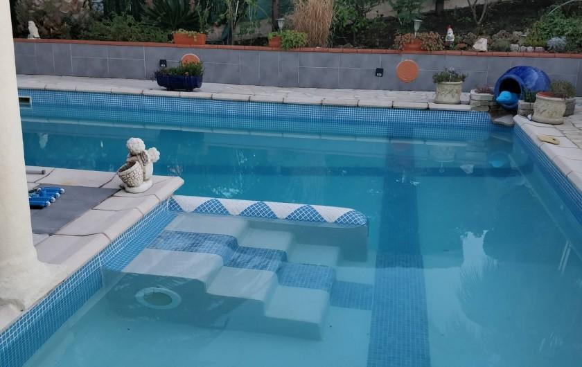 Location de vacances - Villa à Fréjus - PISCINE EN MOSAÏQUE PETIT BASSIN ENFANTS AVEC ESCALIER