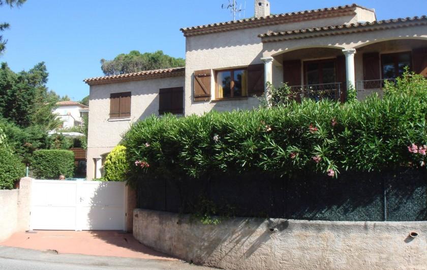 Location de vacances - Villa à Fréjus - villa coté parking