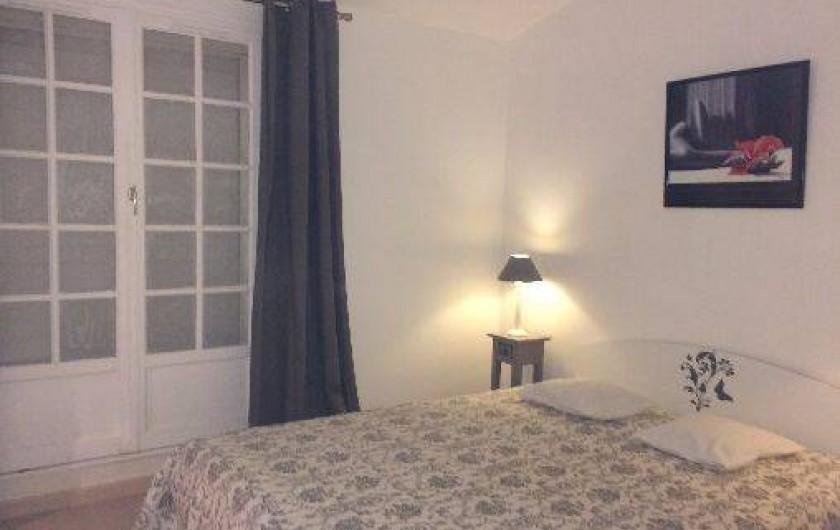 Location de vacances - Mas à La Croix-Valmer - Chambre parentale à l'étage avec terrasse vue mer