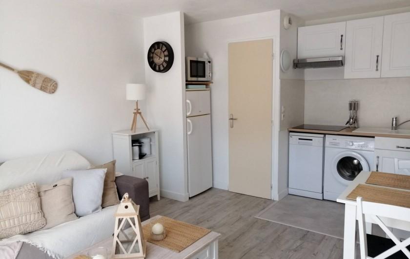 Location de vacances - Gîte à Torreilles - Le séjour / cuisine