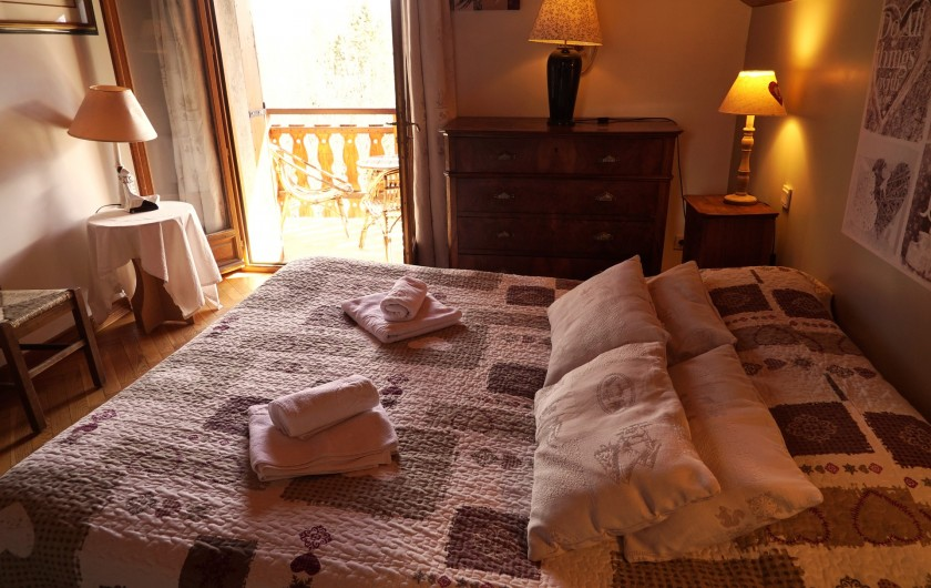 Location de vacances - Chalet à Les Deux Alpes - chambre 2 avec balcon