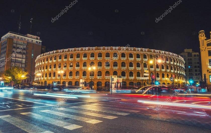 Location de vacances - Appartement à Valence - les arènes