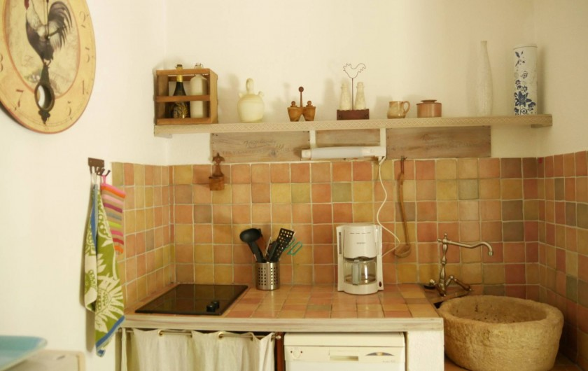 Location de vacances - Mas à Narbonne - Cuisine Plaque de cuisson et Lave Vaisselle
