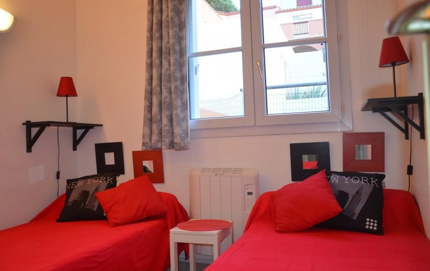 Location de vacances - Appartement à Cerbère - Chambre 2, deux lits de 90 avec penderie.