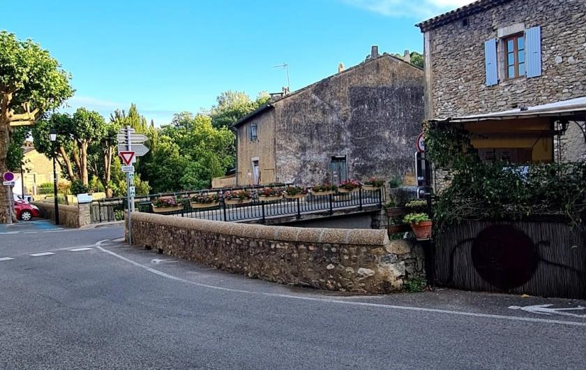 Location de vacances - Appartement à Saint-Montan - Place du pont- Saint Montan