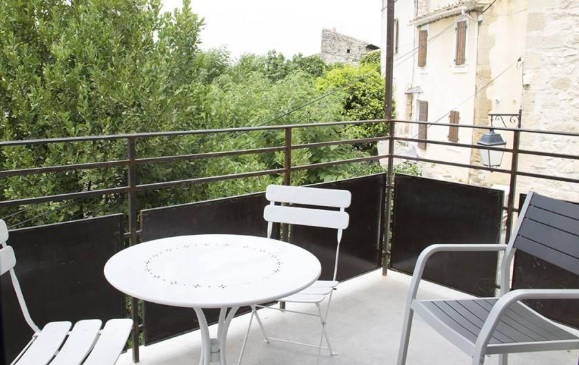 Location de vacances - Gîte à Robion - Balcon suite chambre