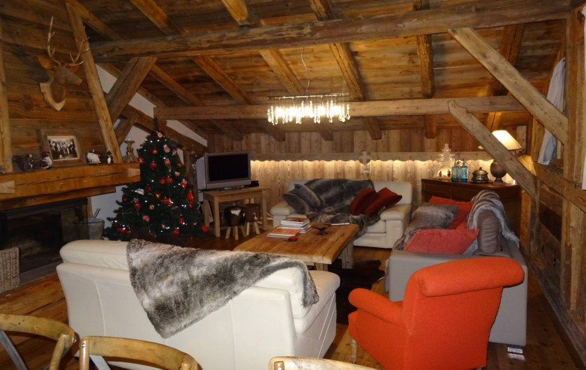Location de vacances - Chalet à Les Gets - Salon cheminée tv