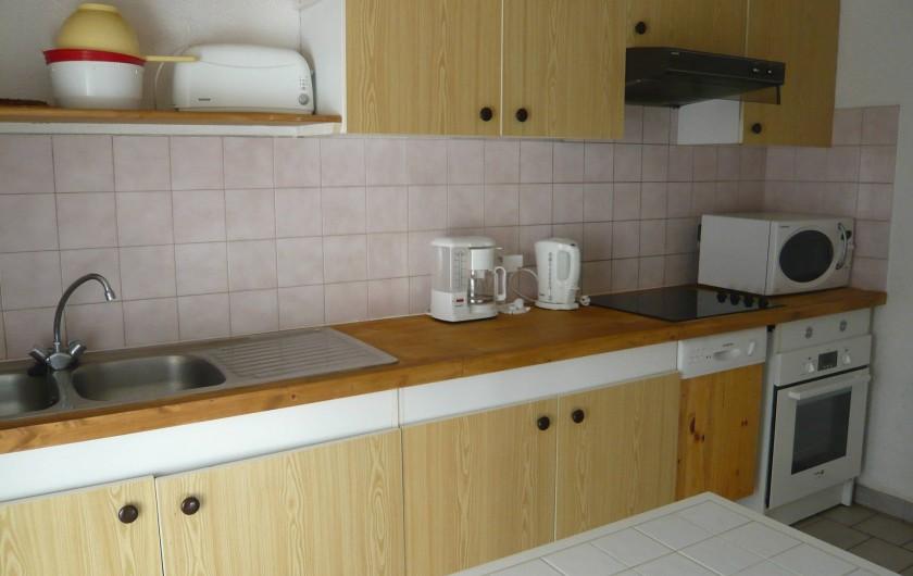 Location de vacances - Villa à Portiragnes - Villa C, vue de la cuisine (avec terrasse) côté sud