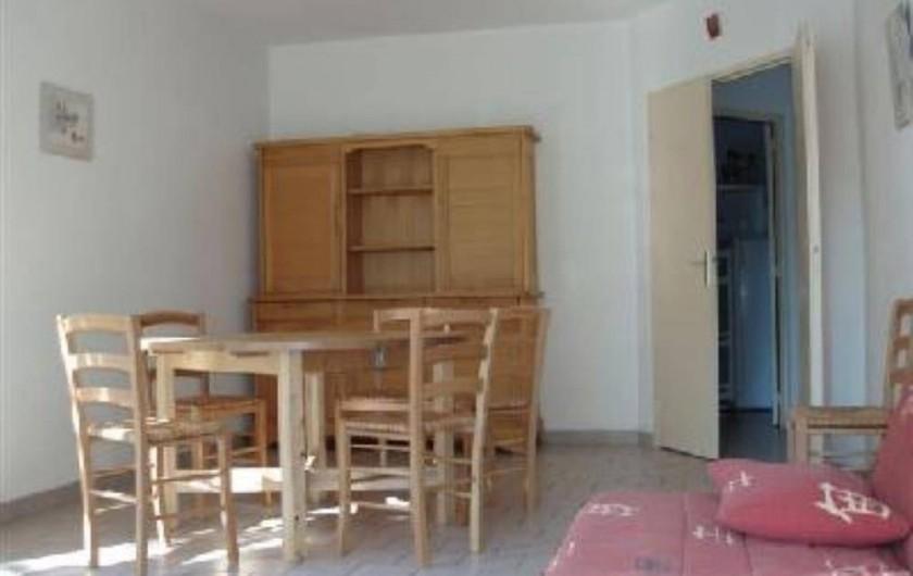 Location de vacances - Villa à Portiragnes - Villa B, vue  du séjour côté cuisine.