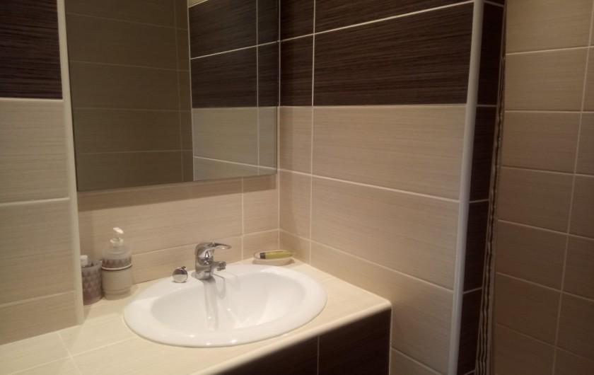 Location de vacances - Appartement à Le Collet d'Allevard - salle de douche