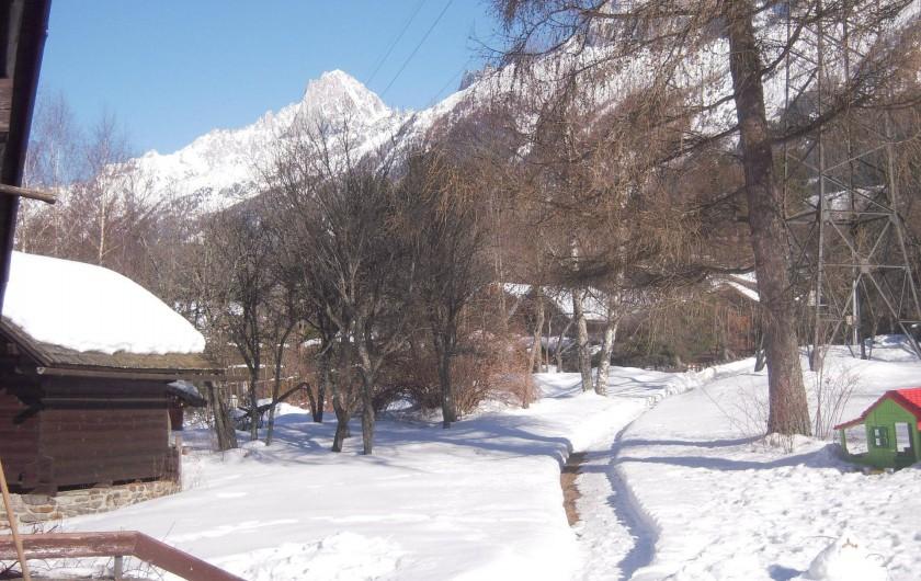 Location de vacances - Chalet à Les Houches - l'arrivée au chalet