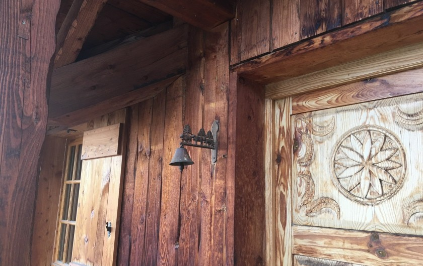 Location de vacances - Chalet à Villard-Reculas - L'entrée du châlet plein de charme